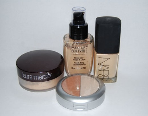 From left to right: Laura Mercier, Pur Minerals Split Pan (Mineral Glow and Mineral Light - sorry I actually no longer have any Pur Minerals 4-in-1 pressed powders left!), Make Up For Ever Face and Body foundation, NARS Shere Glow