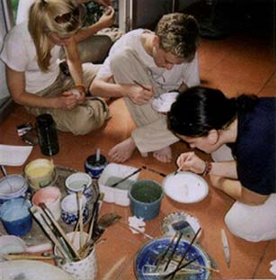 Foreigners painting in Bat Trang