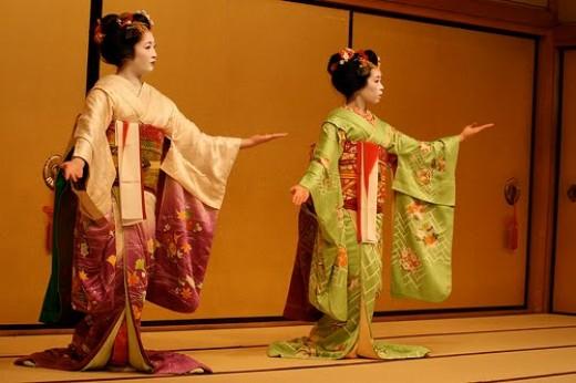 Dancing Geishas