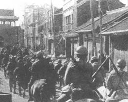 Japanese troops entering Shenyang during the Mukden Incident.