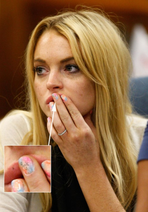 Lindsay Lohan dared to let her middle finger do the talking for her in court.  What in the world could she have been thinking?