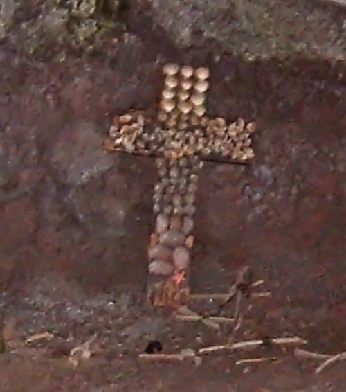 Cross in the cave of Playa Bollullo. Photo by Steve Andrews
