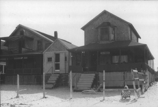 Bar Rock Cottage, the Boathouse and the Oshers Cottage in July 1977.The boathouse belong to Massachusets Humane Society, which kept a rowing boat there to rescue sailors when their ships stranded on the offshore ledges.