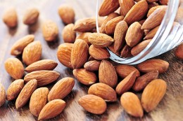 6 almond nuts are a great snack