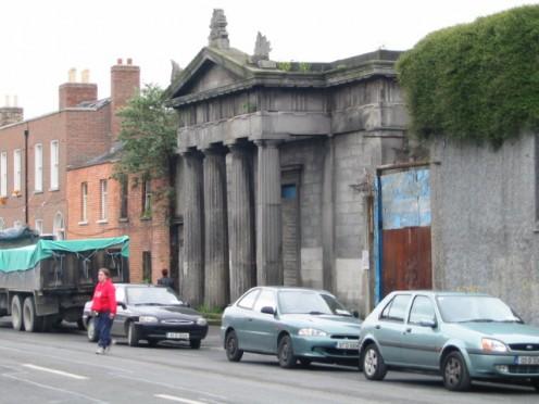 What looks like Rome in a Dublin street