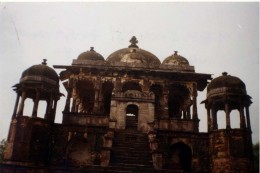 Raja Chaitra Singh's chattari(tomb) and the hall built on it.