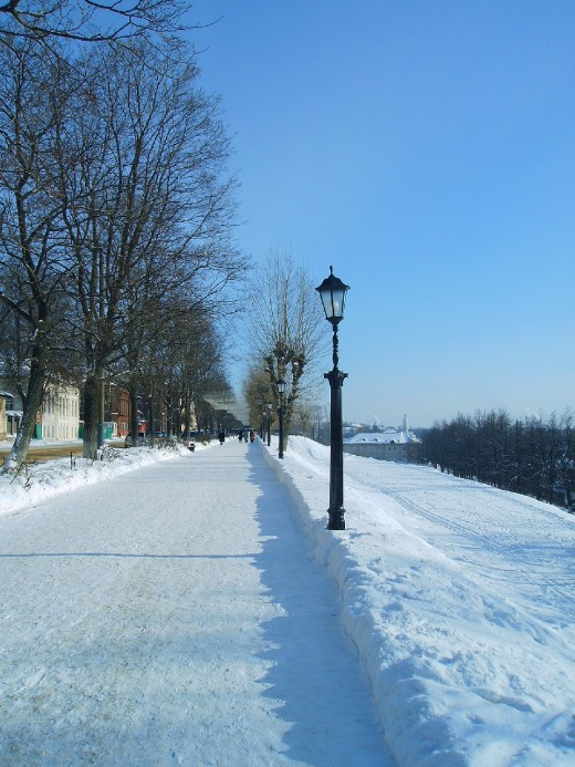 Winter walk along the Volga river