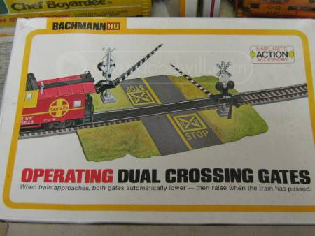 Vintage Bachmann HO crossing gate
