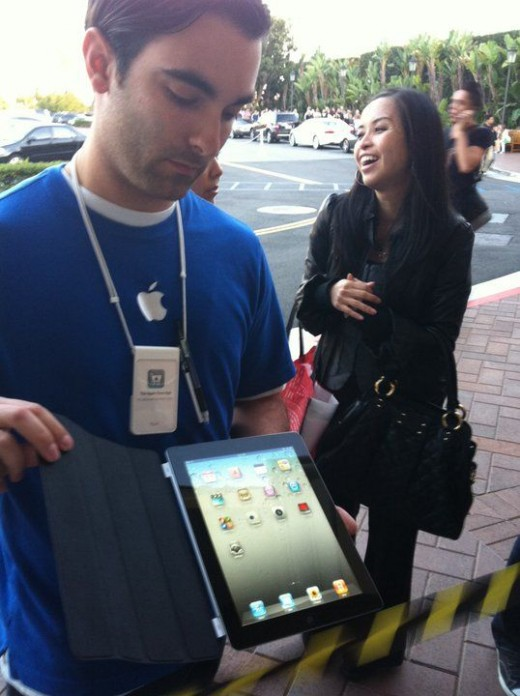 The first time I laid eyes on the IpadII while in line at the Apple Store