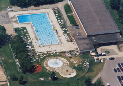 Nelson Pool in 1996 after its reconstruction and addition of a splash pad.