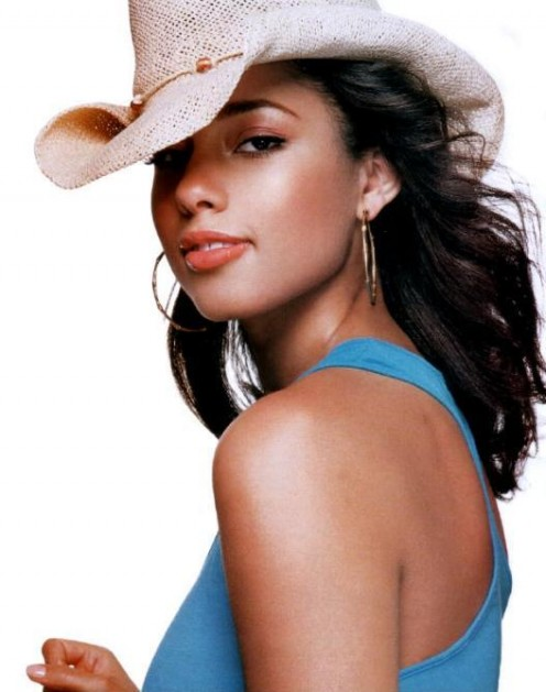 Alicia Keys is a talented musician and actress as well as being an enchanting beauty.