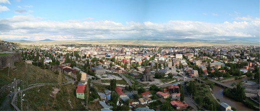English: A panorama from the fortress above Kars, Turkey, looking south-west from the north-east side of the city.