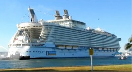 The Oasis of the Seas pulls into Port Everglades
