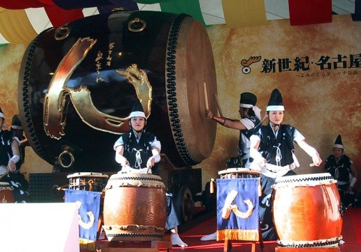 A giant taiko drum, with a length of 240cm, 240cm in diameter and weighing 3 tons. Made from a single piece of wood harvested from the 1200-year old tree.