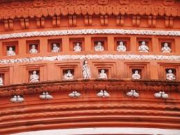 Close up of the facade of the Lakshmi Narayan temple