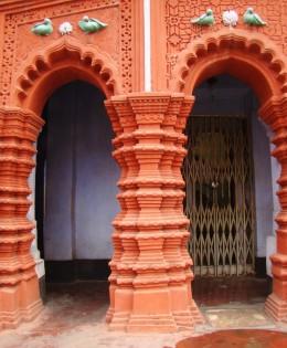 The decorated pillar of the Lakshmi Narayan temple