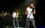Paul Rodgers, singing his heart out..