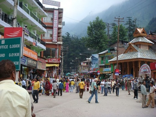 Morning view of Manali Mall Road.