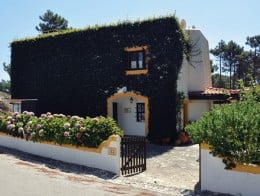 Casa da Lagoa | Located at Bom Sucesso, in the heart of a National Ecological Reserve, along the Lagoon of Obidos/Portugal, this villa is the ideal choice for those wishing to enjoy a relaxing break with family and friends.