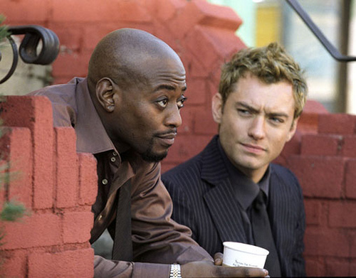 Marlon (Omar Epps) isn't exactly happy that Alfie (Jude Law) slept with his woman.