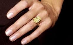 Canary yellow diamond on Heidi Klum's finger