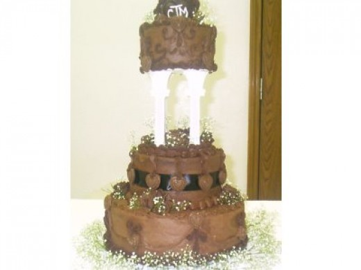 Grooms cake with poured chocolate details and monogram. Image:(c)maryeaudet