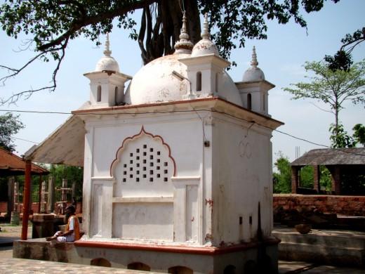 the Pancha Ratna Nandi temple