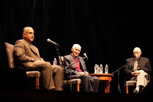 Jack Kevorkian answering questions at UCLA with lawyer Mayer Morganroth (right) and former Foreign Minister of Armenia, Raffi Hovannisian (left), January 2011.
