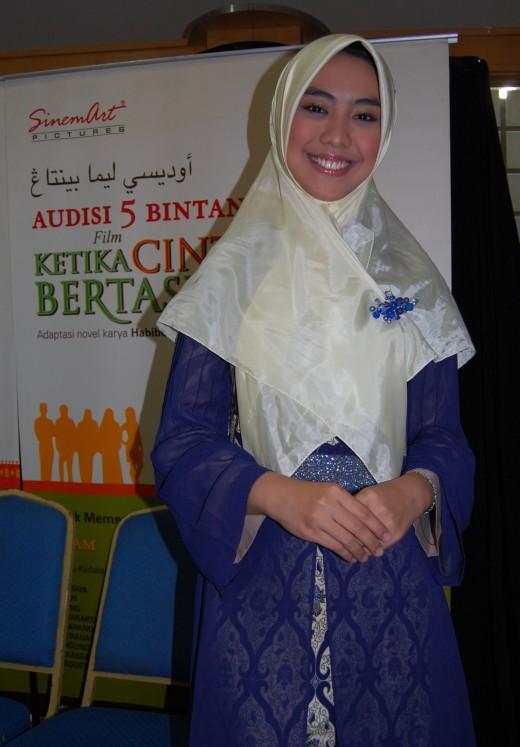 Oki Setiana Dewi, an Indonesian Actress. Introducing Muslimah way of life through movie