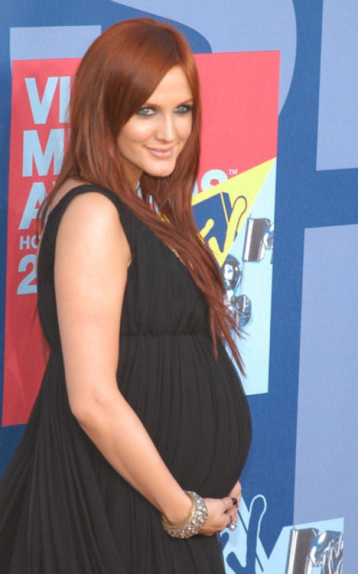 A very pregnant Ashlee Simpson