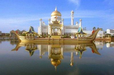 The very beautiful Omar Ali Saifuddin Mosque