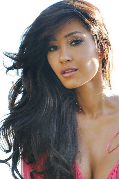 Actress/singer Kea Ho is the daughter of Don Ho and hula dancer Elizabeth Guevara.