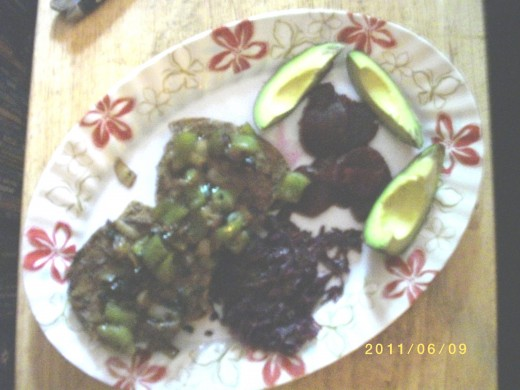 This is a dish of vegan tofu burgers cooked with onions, green peppers and black bean sauce to obtain the taste of baby beef liver and onions.
