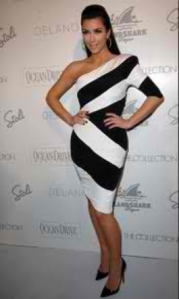 Here's Kim in yet another one armed dress with a print design. This is another fabulous dress.