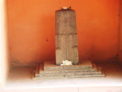 The Shiva resembling the Shiva of Gupta period. Note the conical shape of the Lingam & the absence of Gauripatta.