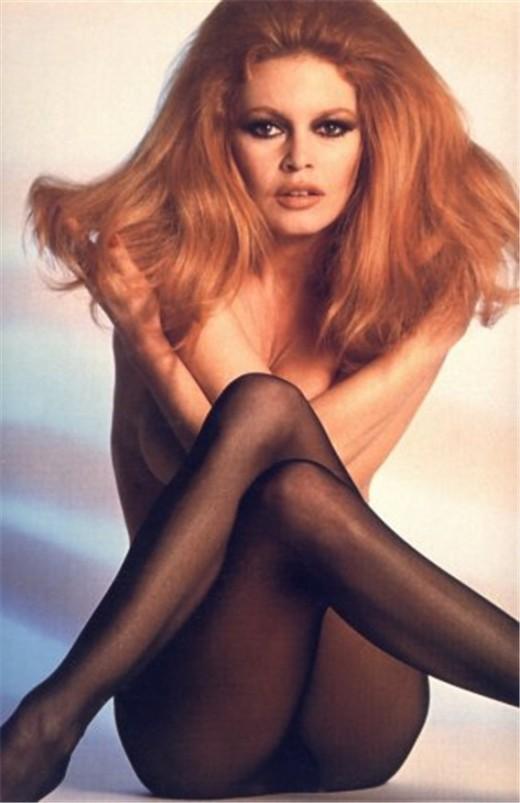 Brigitte Bardot famous model pose