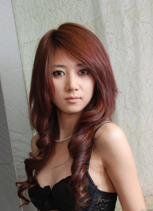 Chinese model Yan Fengjiao has loveliness and grace.