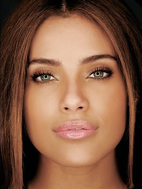 Brazilian model/actress Ildi Silva has an amazing physique to match her amazing face!