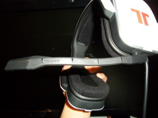 The mic can detach, turning them into a great headset for your smartphone, PC, iPod, etc.