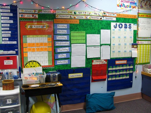 Dedicating an entire wall to tracking your schedule would rock, if you could carry a wall everywhere you went. CCL B
