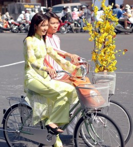 Girls wearing Ao dai in ordinary life