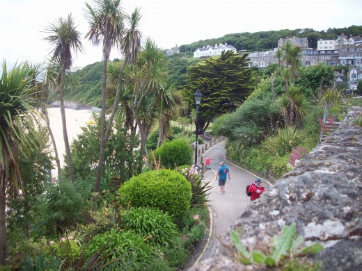 Lovely walkway along Porthminster Bay