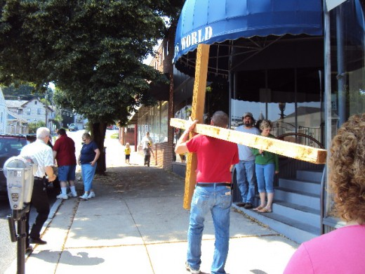 Carrying the cross in Bellefonte, Pa.