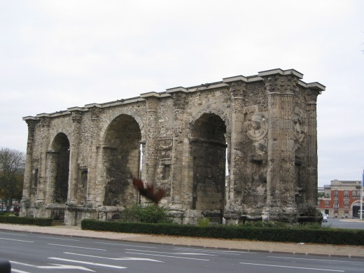 Porte de Mars, Reims, France, Gallo-Roman triumphal arch