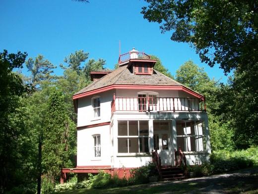 Woodchester Villa: octagon house in Bracebridge, Ontario