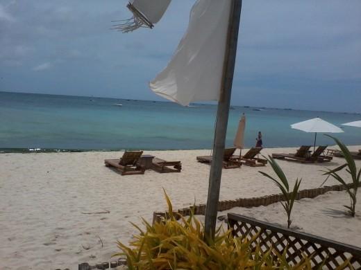 midnoon.. shining white sand.