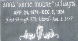 Close-up view of the grave marker of the above image.