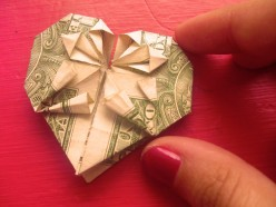 Do you have a lucky dollar bill on your wallet? Have you given it a fun shape? Mine's heart shaped