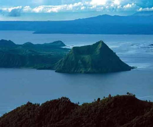 The Taal Lake shown is the large freshwater lake, located in a large 'caldera'. The Crater Lake (known as Vulcan Point) is at the mount of the largest volcanic island.