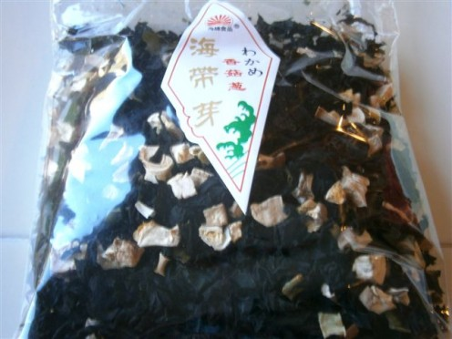 I bought this wakame combination from the Asian market--dried wakame, shitake mushroom and scallion.